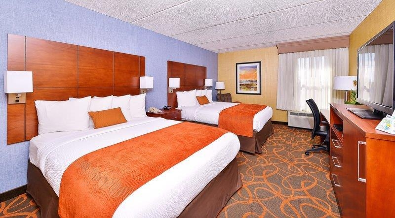 Best Western Plus Fresno Airport Hotel - Our spacious two queen bed rooms have all the comforts of home including HD TV.