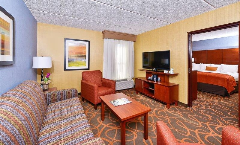 Best Western Plus Fresno Airport Hotel - This suite meets your every need.