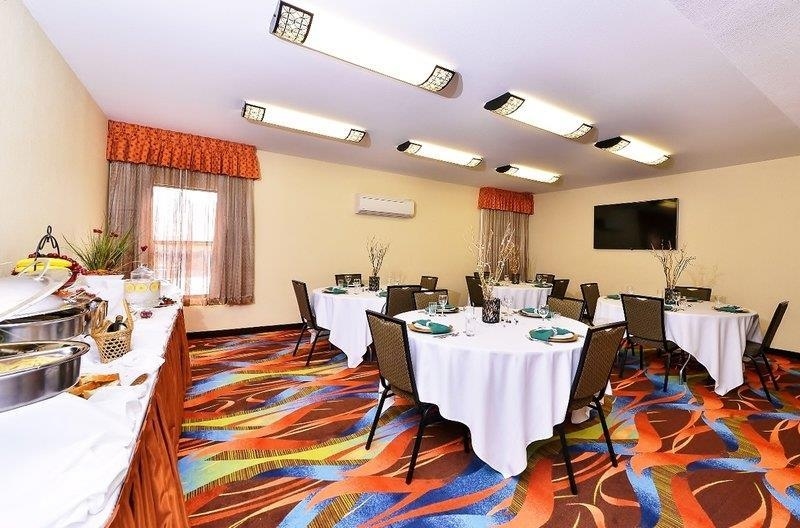 Best Western Plus Fresno Airport Hotel - The BEST WESTERN PLUS Fresno Airport Hotel is the perfect place to plan your next meeting.
