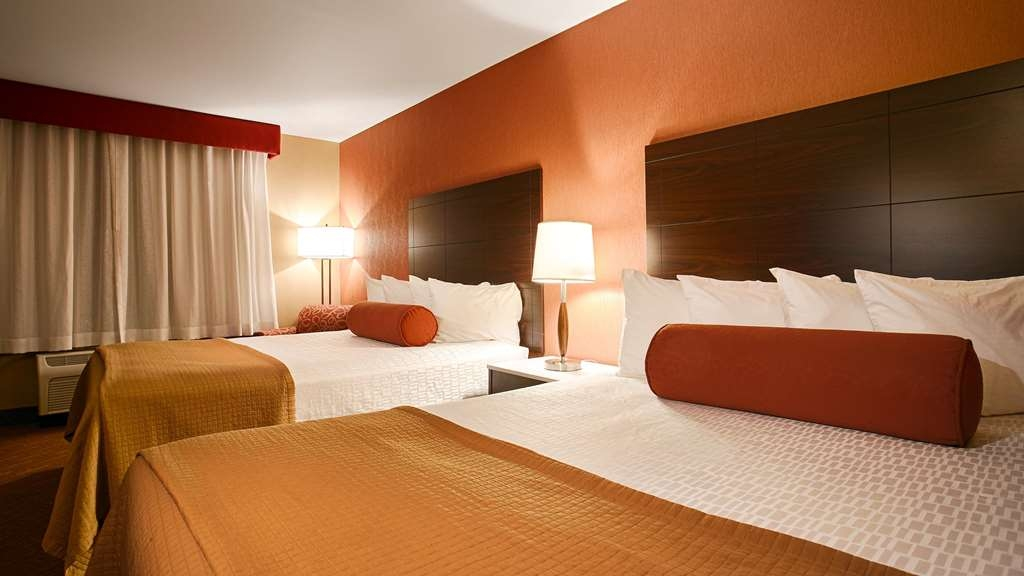 Best Western Plus Rancho Cordova Inn - Our 2 queen guest room offers your the extra space you need to feel comfortable.