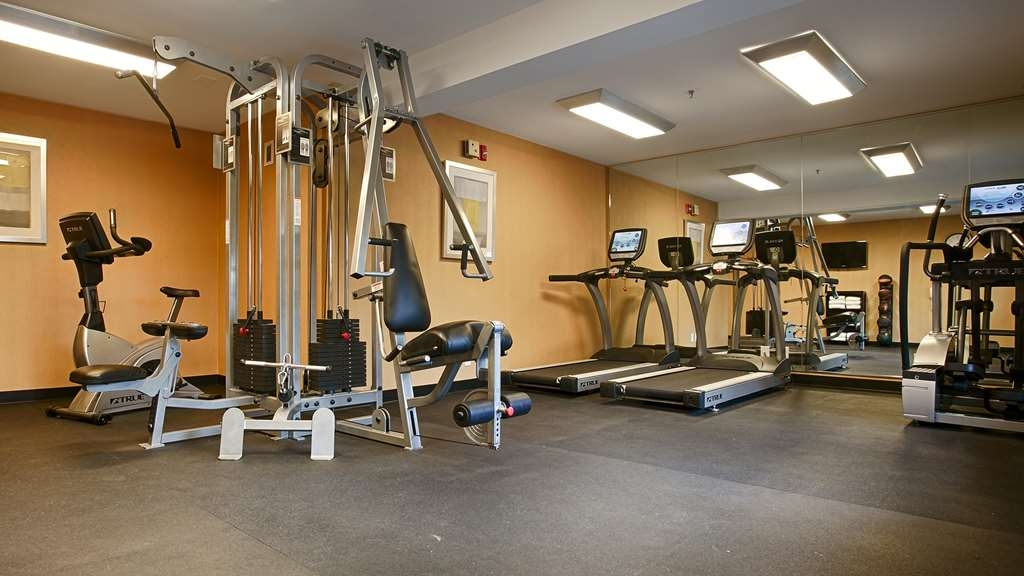 Best Western Plus Rancho Cordova Inn - Our fitness center is equipped with the cardio and weight equipment to keep you in shape.