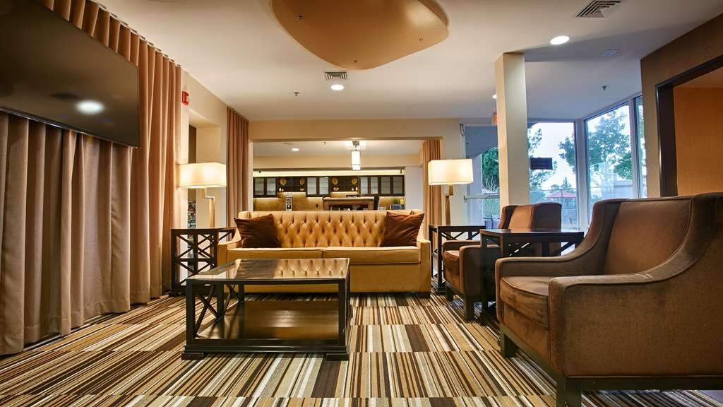 Best Western Plus Rancho Cordova Inn - Business and leisure travelers alike will notice our modern lobby is the perfect refuge for todays active traveler.