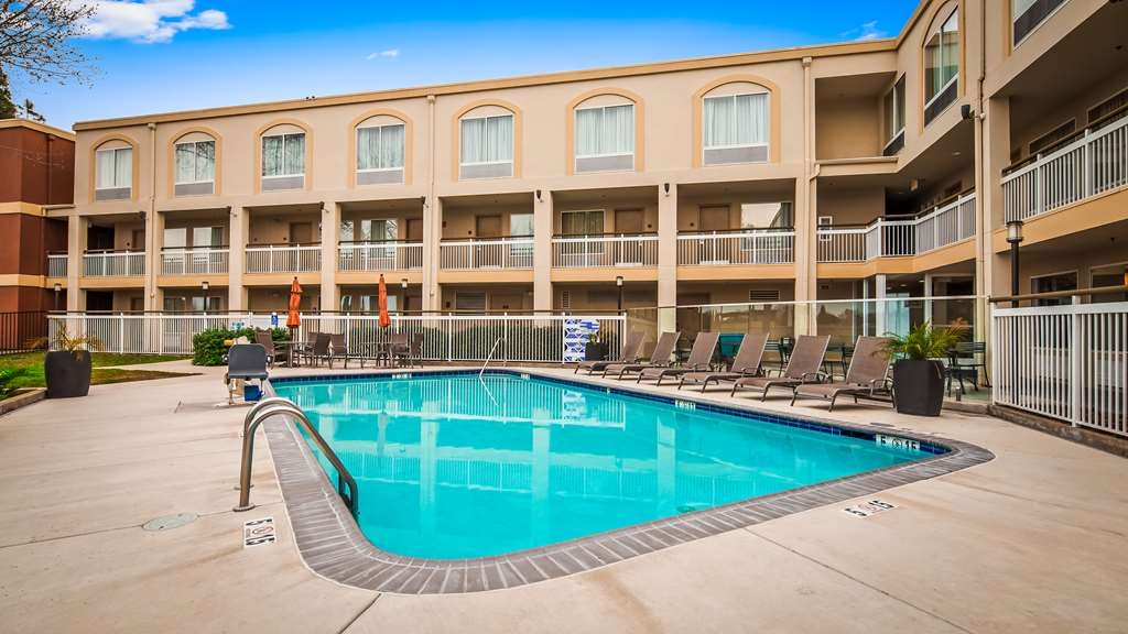 Best Western Plus Rancho Cordova Inn - Vista de la piscina