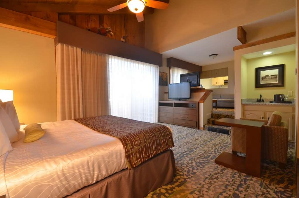 Best Western The Inn & Suites Pacific Grove - Suite