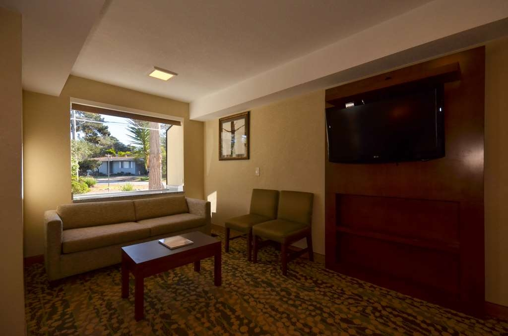 Best Western The Inn & Suites Pacific Grove - guest room