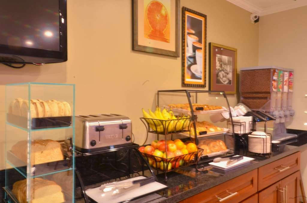 Best Western The Inn & Suites Pacific Grove - Desayuno Buffet