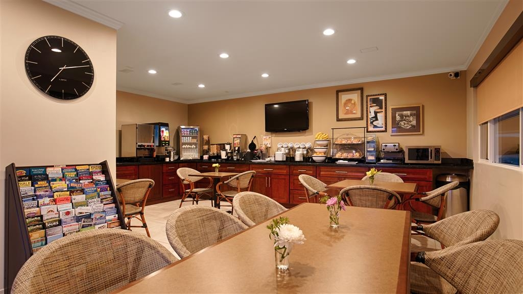 Best Western The Inn & Suites Pacific Grove - Colazione