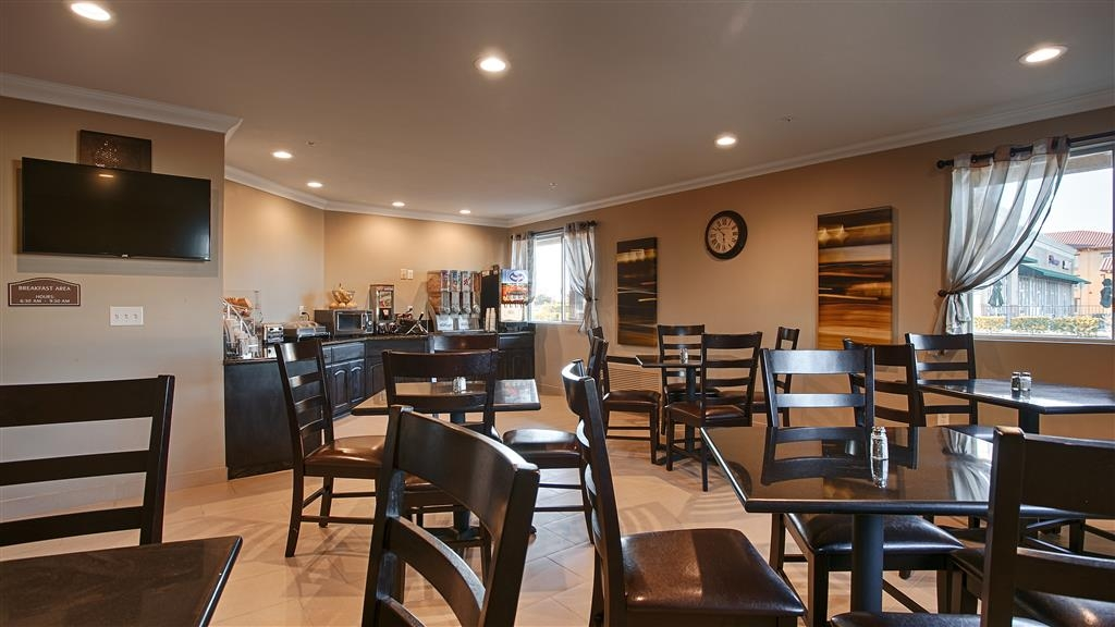 Best Western Willows Inn - Sit down and enjoy the morning news while sipping on a delicious cup of coffee.
