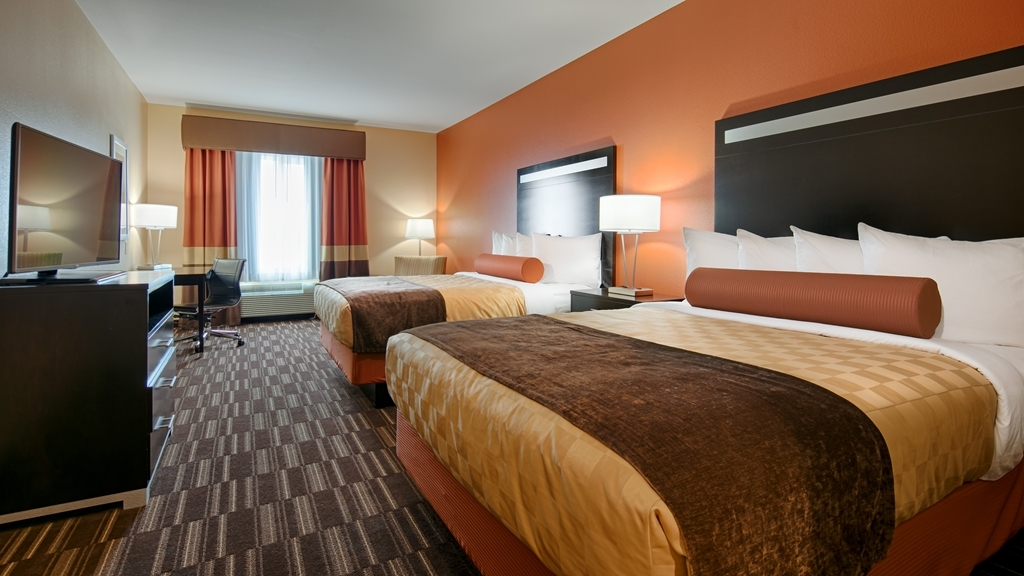 Best Western Plus Desert Poppy Inn - This two queen guest room is perfect for a layover, extended stay or weekend getaway.