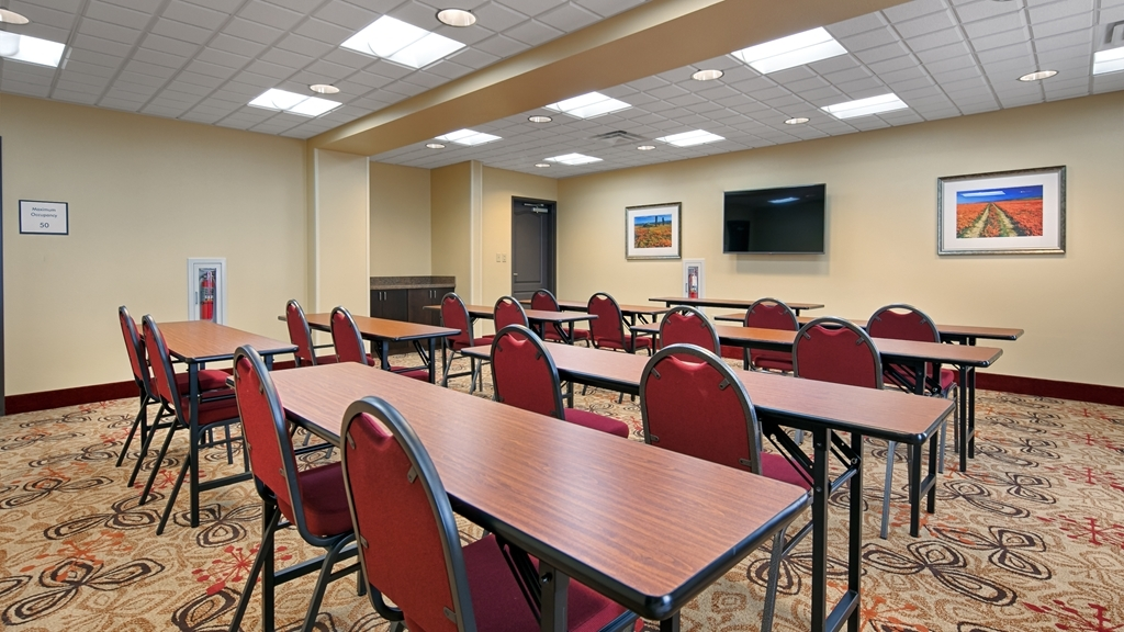 Best Western Plus Desert Poppy Inn - Our professional staff is here to go above and beyond your expectations to ensure your meeting is perfect.