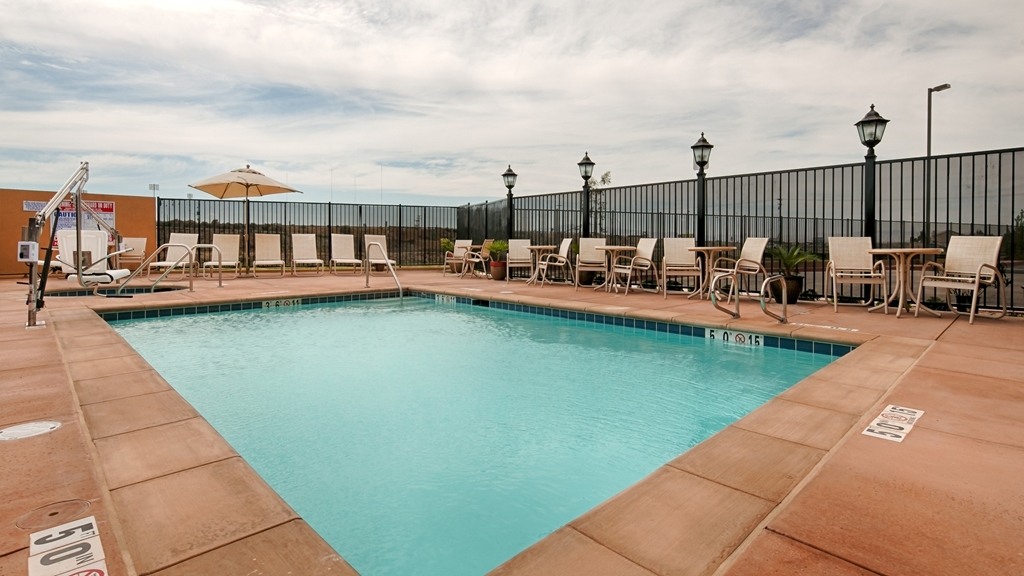 Best Western Plus Desert Poppy Inn - Vista de la piscina