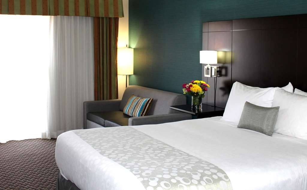 Best Western Plus La Mesa San Diego - Our spacious King Bed Guest Room offers plenty of room to stretch out and relax with a sofa sleeper.