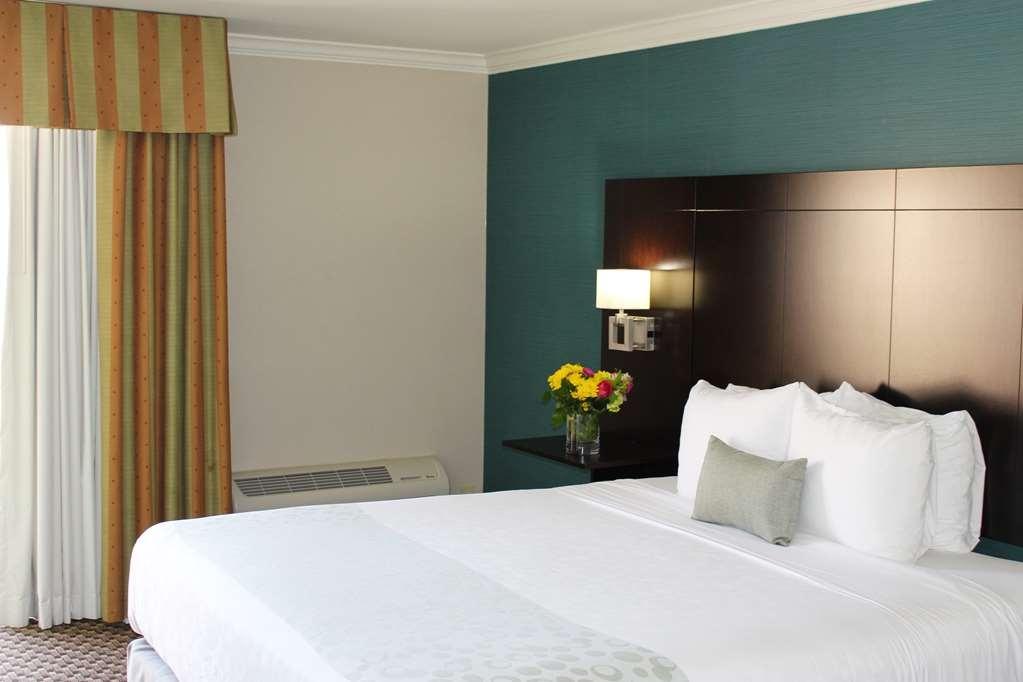 Best Western Plus La Mesa San Diego - Suite Bedroom