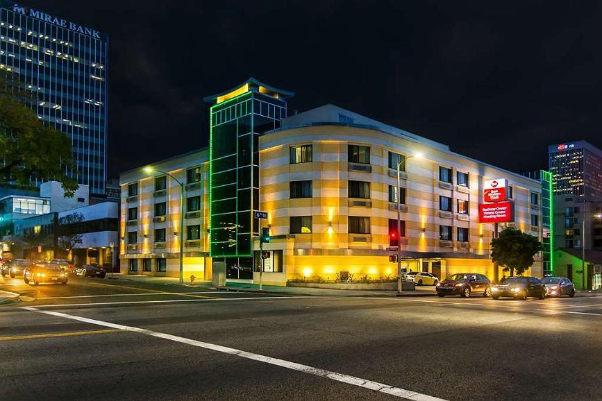 Best Western Plus LA Mid-Town Hotel - Best Western Plus LA Midtown at night.