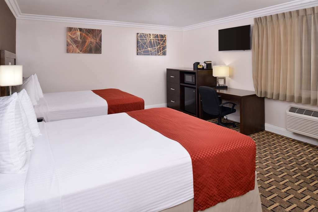 Best Western Plus LA Mid-Town Hotel - Double Queen Corner Guest Room