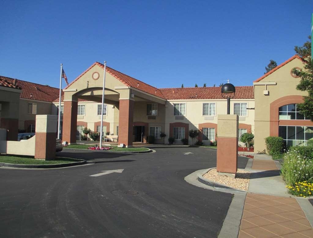 Best Western Brentwood Inn - Vista Exterior