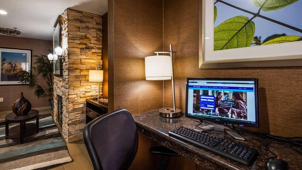 Best Western Brentwood Inn - Business center
