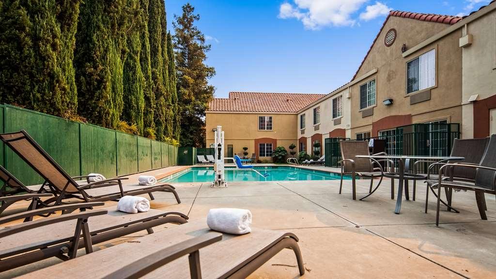 Best Western Brentwood Inn - Pool view