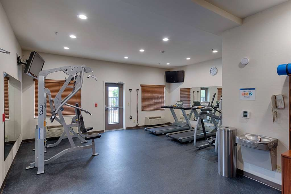 Best Western Plus Delta Inn & Suites - Keep up with your workout routine in our Fitness Room