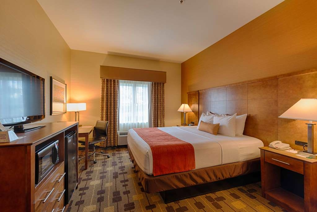 Best Western Plus Delta Inn & Suites - Make yourself at home in our Guest Room