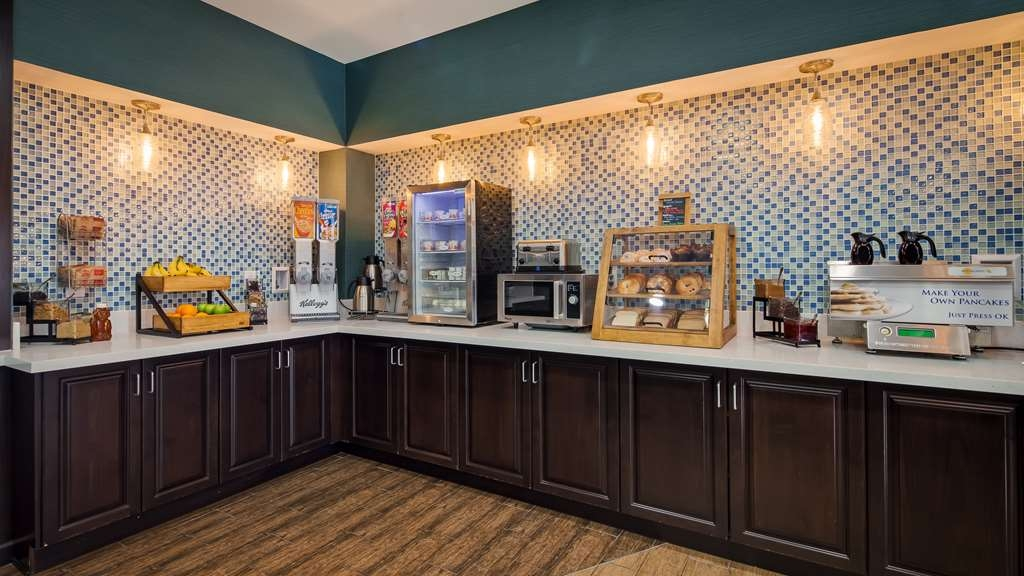 Best Western Plus Taft Inn - Hot Breakfast Bar