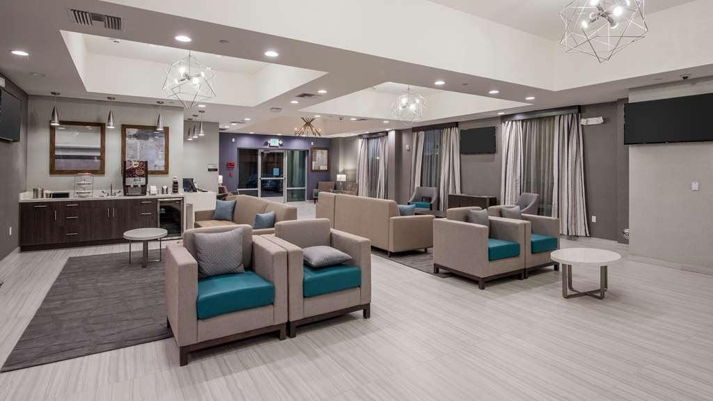 Best Western Plus Gardena Inn & Suites - Lobby