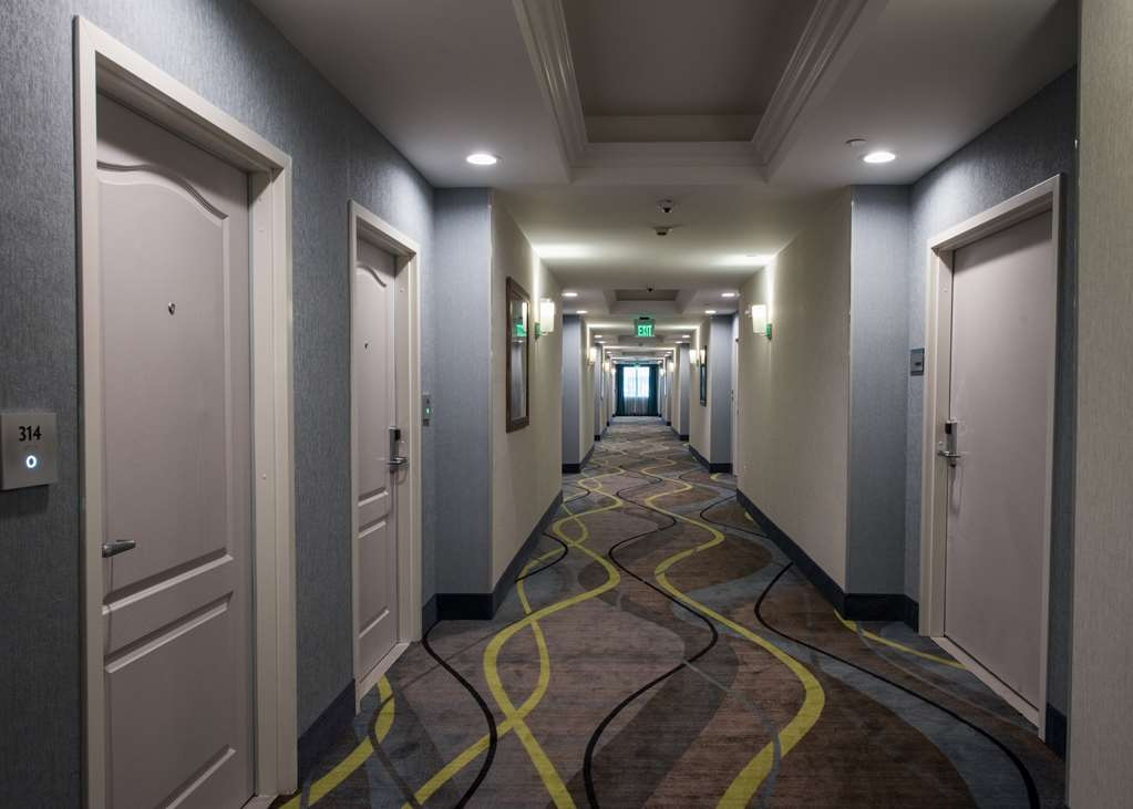 Best Western Plus Gardena Inn & Suites - Interior Corridors