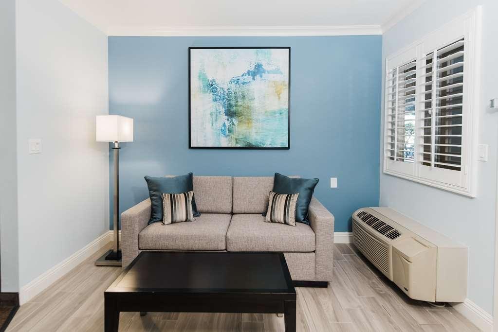 Best Western Plus Manhattan Beach Hotel - Suite Queen Bed / 2 Queen Beds Living Area
