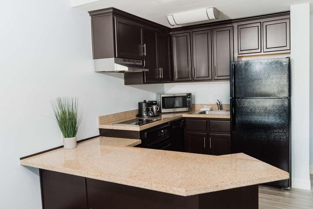 Best Western Plus Manhattan Beach Hotel - King Suite Full Kitchen