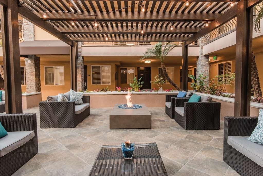 Best Western Plus Manhattan Beach Hotel - Courtyard Pergola