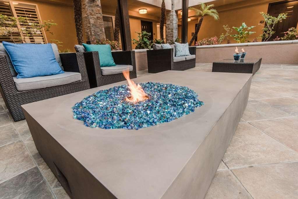 Best Western Plus Manhattan Beach Hotel - Pergola Fireplace