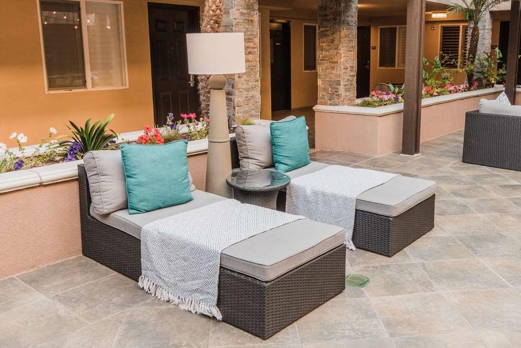 Best Western Plus Manhattan Beach Hotel - Daybeds & Sundeck