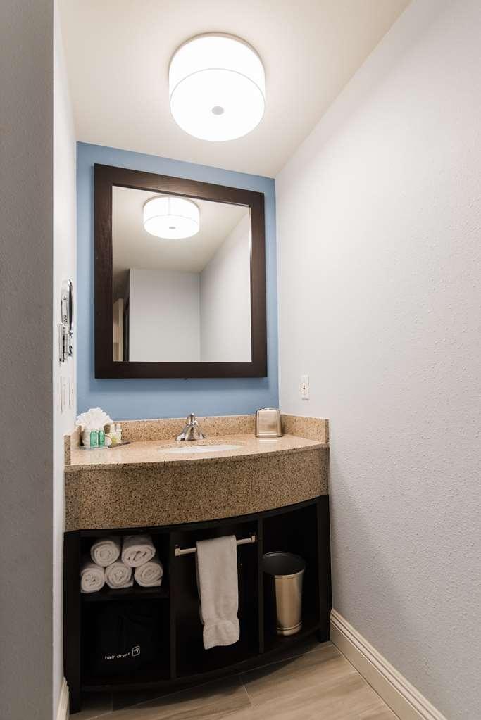 Best Western Plus Manhattan Beach Hotel - Suite Vanity