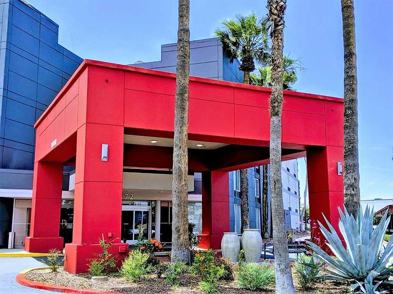 Best Western Plus Commerce Hotel - Facciata dell'albergo