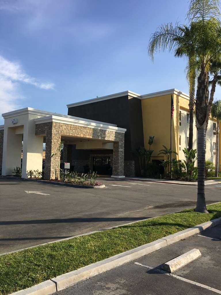 Best Western Plus Arrowhead Hotel - Vista Exterior