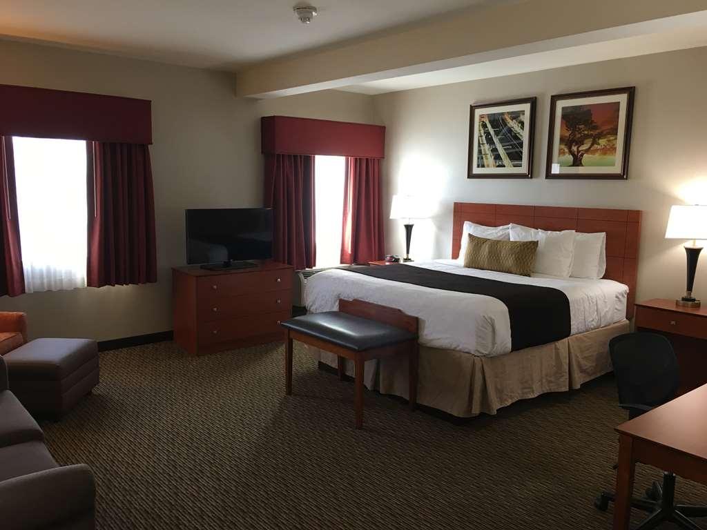 Best Western Plus Arrowhead Hotel - Deluxe King Bed Guest Room