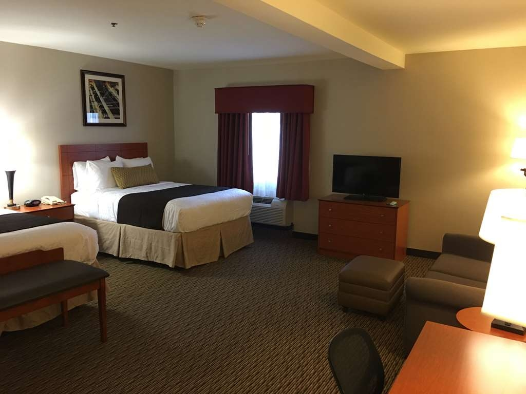 Best Western Plus Arrowhead Hotel - Deluxe Two Queen Bed Guest Room