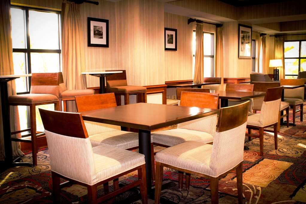 Best Western Plus Arrowhead Hotel - Breakfast Room