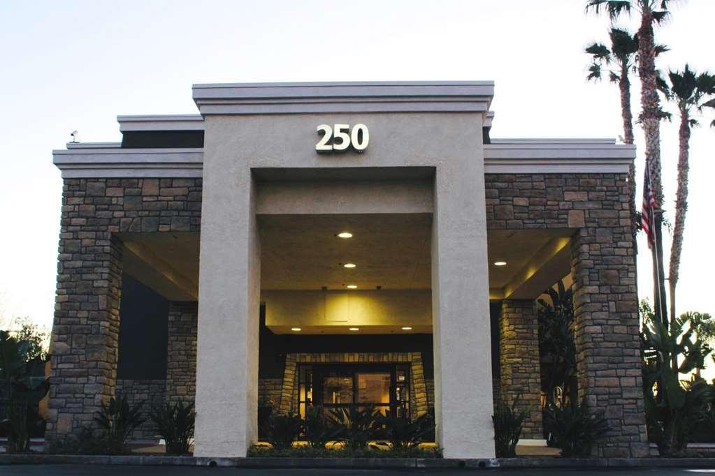 Best Western Plus Arrowhead Hotel - Front