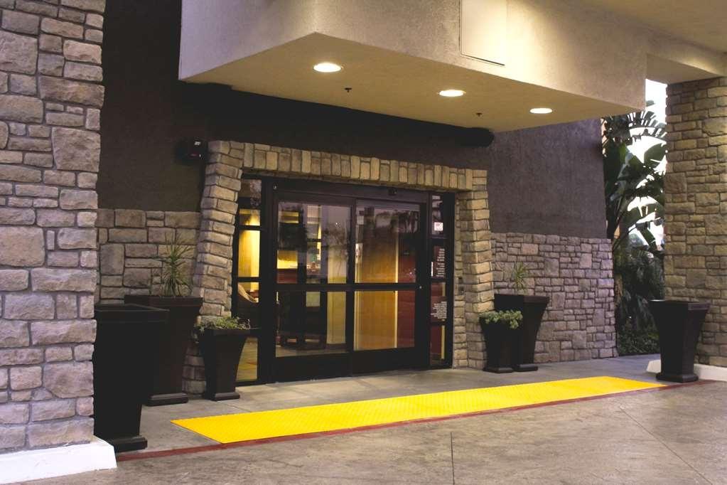 Best Western Plus Arrowhead Hotel - Main Door