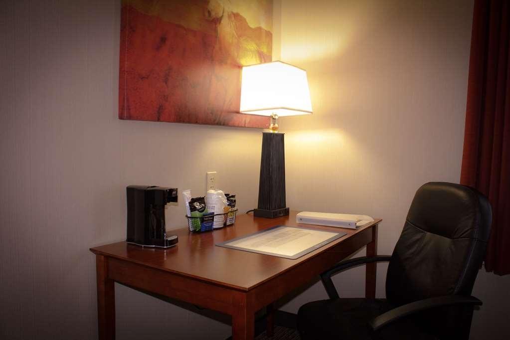 Best Western Plus Arrowhead Hotel - Room Table