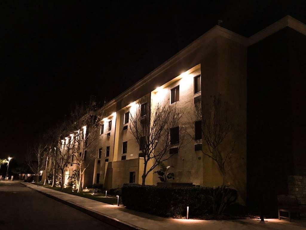Best Western Plus Arrowhead Hotel - North Side Night