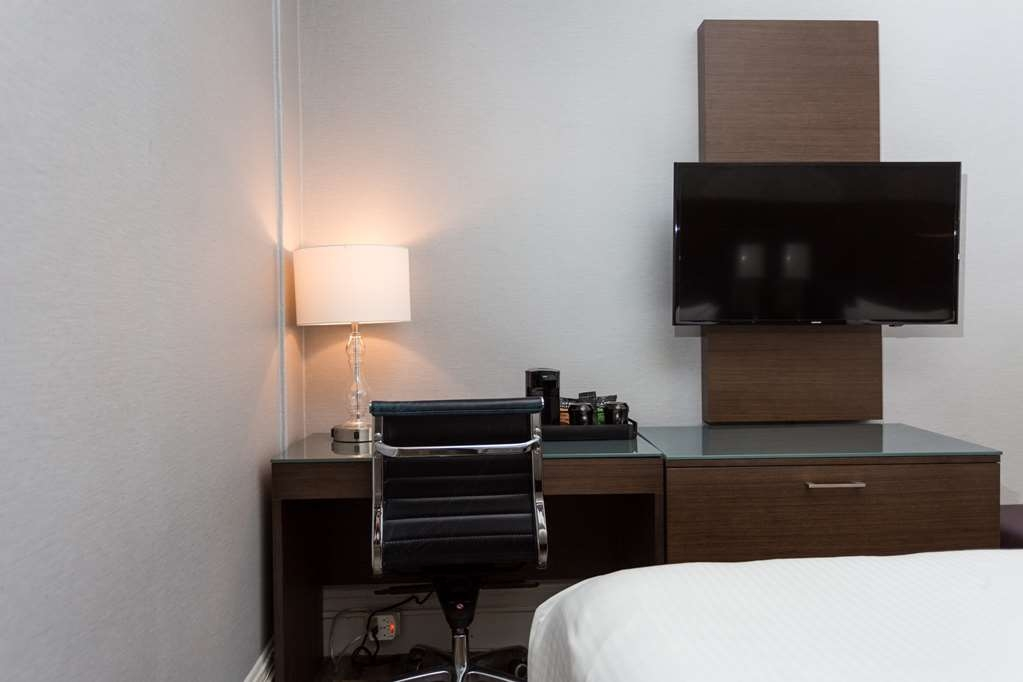 The Cartwright Hotel - Union Square, BW Premier Collection - Work in your room with our convenient queen/two twins room work area.