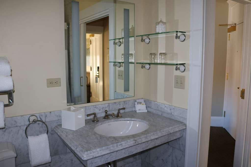 The Cartwright Hotel - Union Square, BW Premier Collection - Twin Bathroom