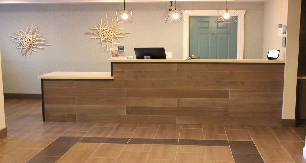 Best Western Paradise Hotel - Front Desk