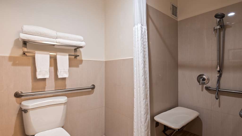 Best Western Paradise Hotel - Mobility Accessible King Guest Bathroom