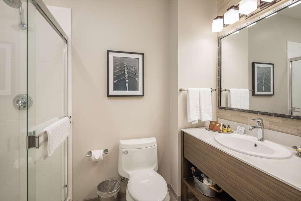 Best Western Plus Cameron's Inn - Guestroom Bathroom