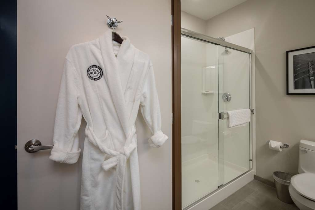 Best Western Plus Cameron's Inn - Guest Room Bathroom Robes