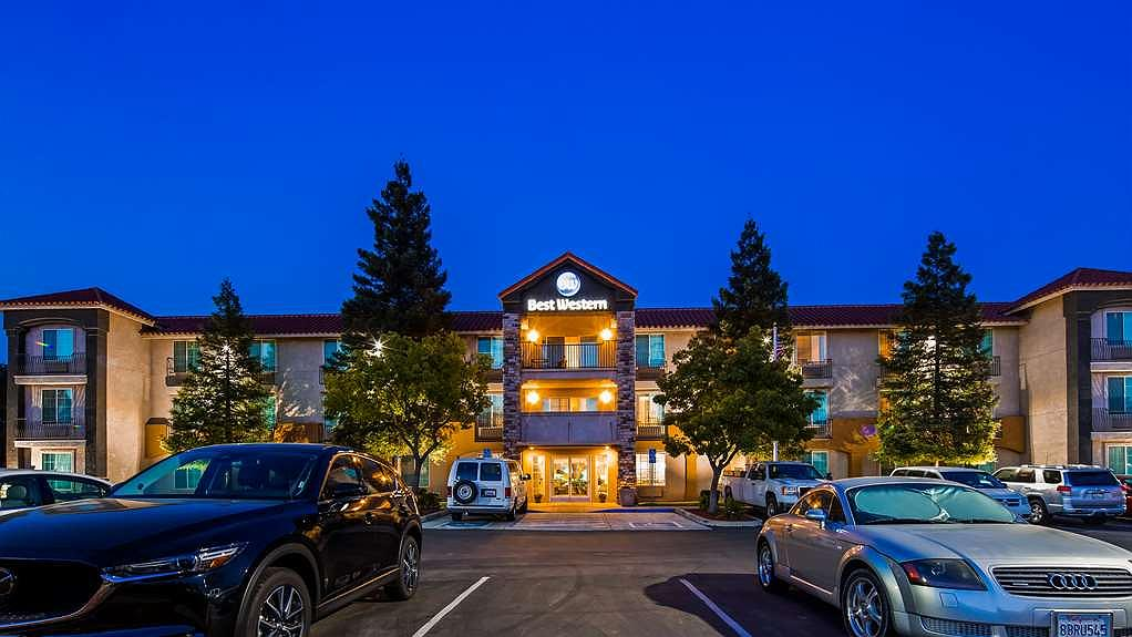 Best Western Visalia Hotel - Vista exterior