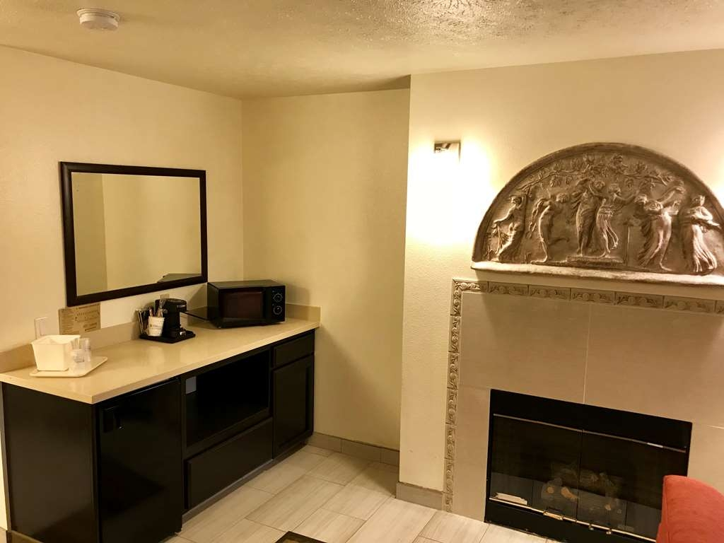 Best Western Visalia Hotel - Fireplace Suite